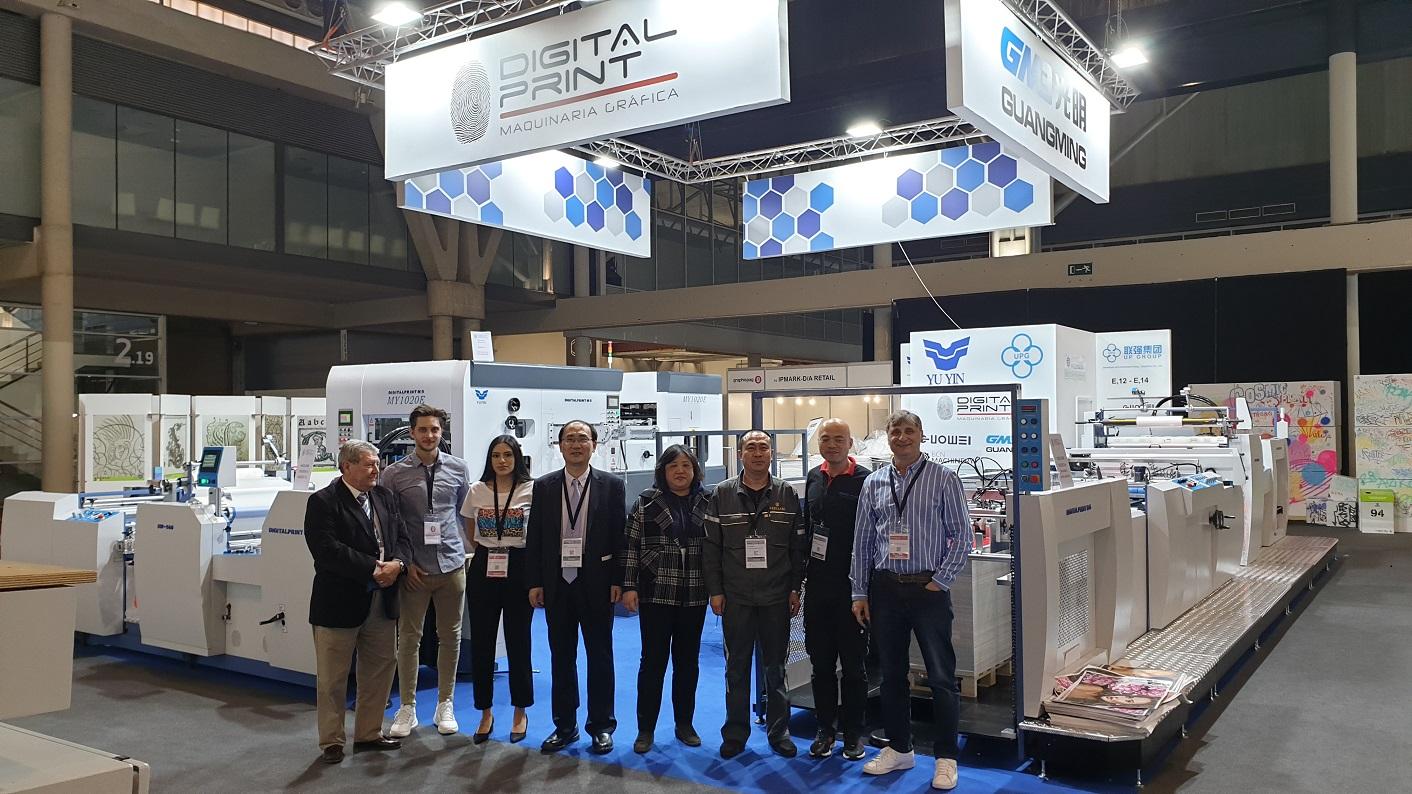El equipo de DigitalPrint junto con sus socios asiáticos